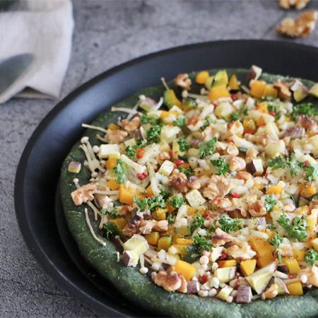 秋の味覚たっぷり!クロレラ生地のお手軽ピザ